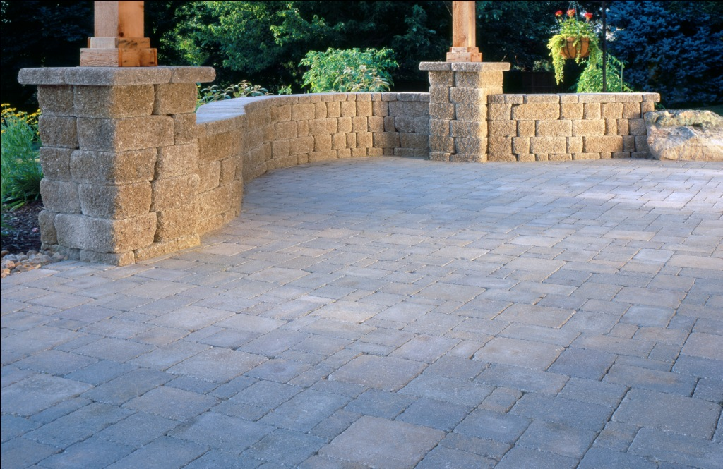 Outdoor-Living-Belgard-Pavers-Dublin-Cobble-4